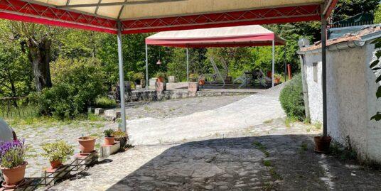 Villa indipendente con giardino.